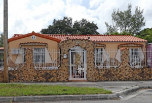 A house on Northwest 25th Ave in the Allapattah neighborhood of central Miami. Developers and investors are buying properties there because it's close to downtown and on the edge of Wynwood. CHARLES TRAINOR JR MIAMI HERALD STAFF